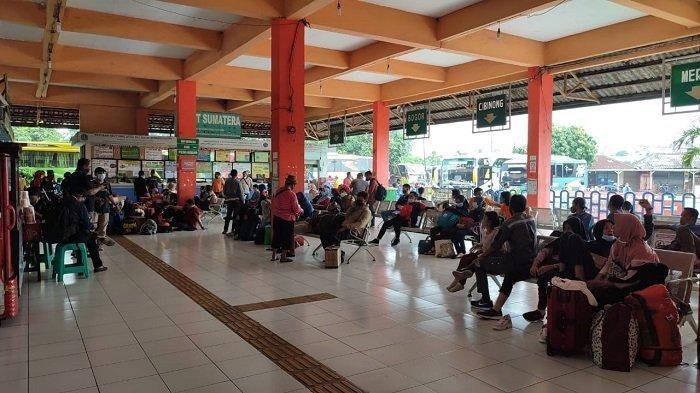 Ada Larangan Mudik,Karyawan Bus AKAP di Terminal Kampung RambutanTidak Dapat Bantuan Pemerintah