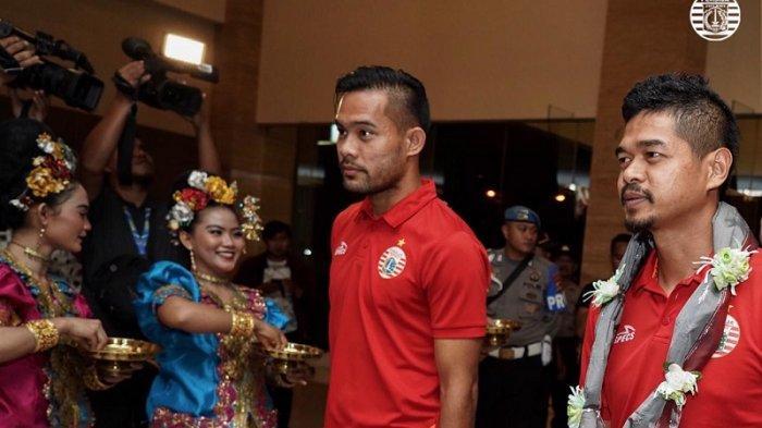Jelang Final Piala Indonesia 2018, Skuat Persija Jakarta Disambut Tarian Tradisional Makassar