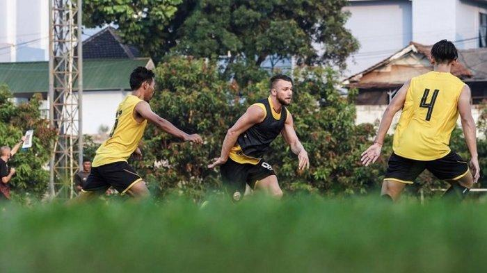 Persija Jakarta Fokus Berlatih Tendangan Bola Mati Guna Hadapi Tira Persikabo Besok