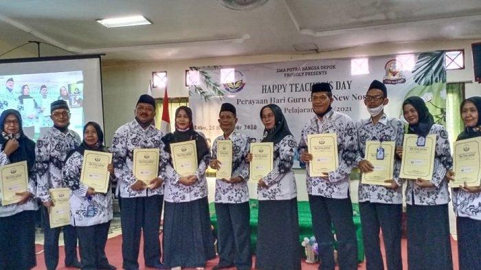 Peringati Hari Guru Nasional Ke-75, 11 Guru SMA Putra Bangsa Depok Mendapatkan Penghargaan