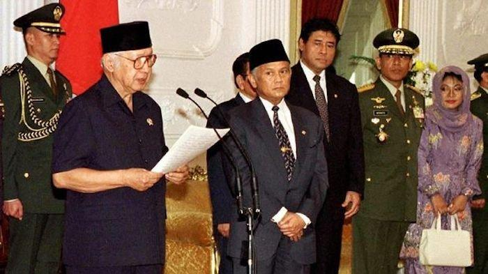 Jelang Soeharto Lengser, BJ Habibie Tak Berhenti Berdoa: Ampunilah Segala Dosa Pak Harto