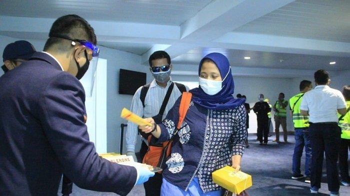Suasana di Bandara Soekarno-Hatta. Pada 1 Januari – 7 November 2020 jumlah penumpang di Bandara Soekarno-Hatta mencapai sekitar 17 juta orang atau sekitar 56 dari total penumpang di 19 bandara.