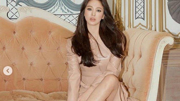 Song Hye Kyo Batal Hadiri Acara Perdana di Korea untuk Menghormati Kematian Sulli