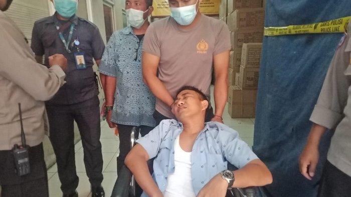 Taksi Tabrak Pagar Polres Metro Jakarta Barat, Sopir Taksi Pingsan di Belakang Kemudi