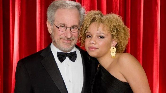 Putrinya Jadi Bintang Film Porno, Begini Reaksi Pasangan Steven Spielberg dan Kate Capshaw