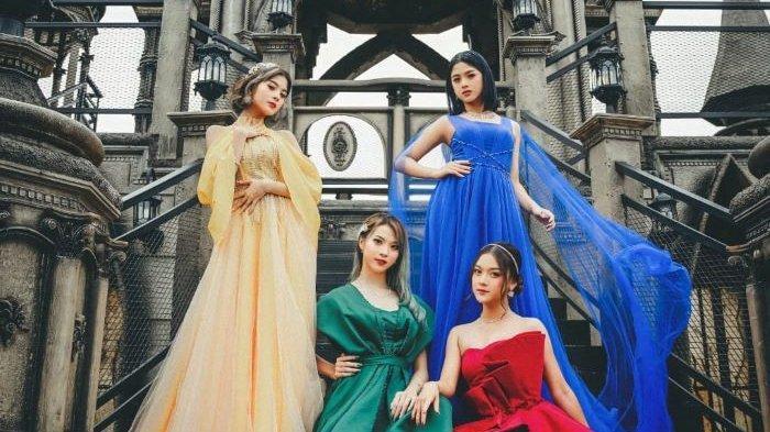 StarBe merilis single ketiga Time to Fly di akhir Maret 2021 setelah melepas 2 single berjudul Aku Lengkap Denganmu dan Bye Bye Drama yang menyita perhatian publik.