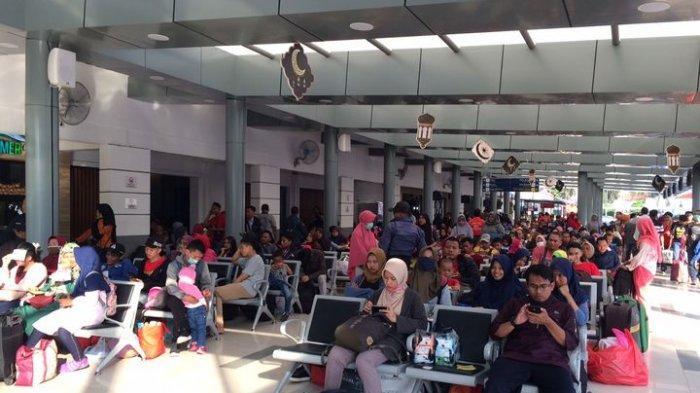 Nikmati Libur Nasional, Warga Sengaja Pilih Mudik Hari ini Naik Kereta Api dari Stasiun Senen