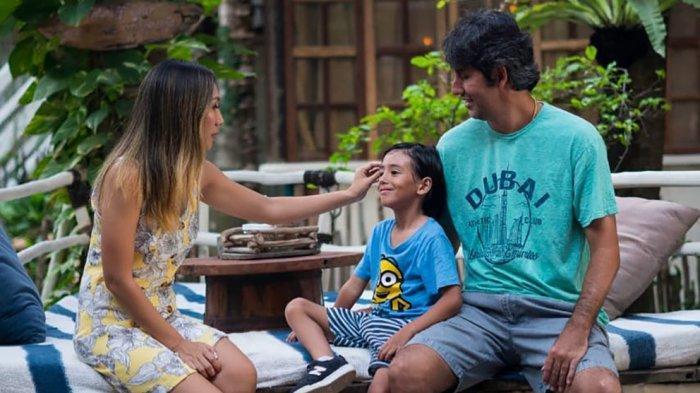 Stefano Cugurra Pelatih Bali United Rayakan Natal Bersama Keluarga Di Bali