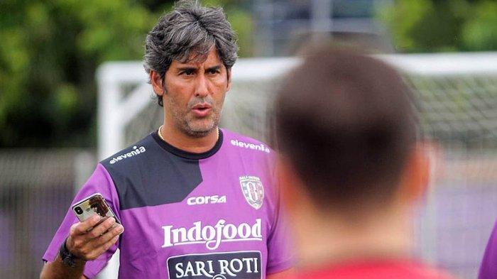 Pelatih Bali United, stefano Cugurra saat melatih tim Bali United sebelum Liga 1 dihentikan