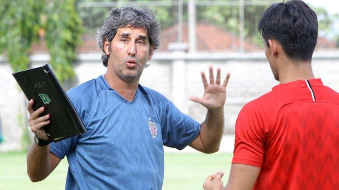 Pelatih Bali United Stefano Cugurra Beri Motivasi Dan Nasehat Kepada Enam Pemain Mudanya