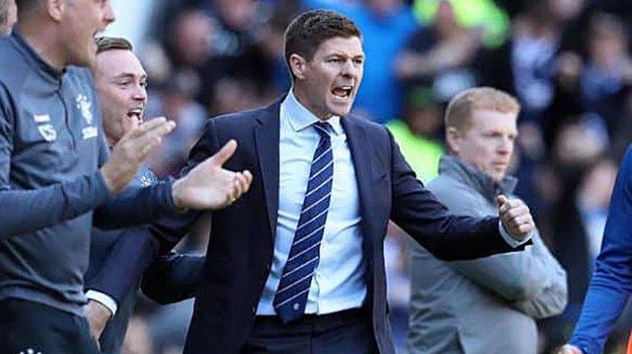 Sir Alex Ferguson Puji Steven Gerrard yang Berhasil Persembahkan Gelar Juara untuk Rangers FC