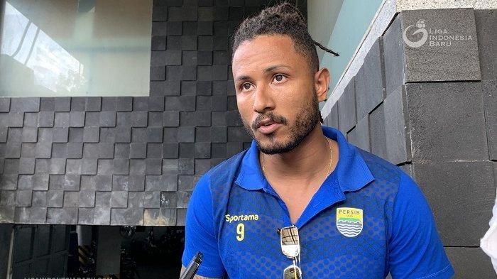 Striker Persib Bandung, Wander Luiz, gunakan gaya rambut dreadlock di latihan perdana Maung Bandung.