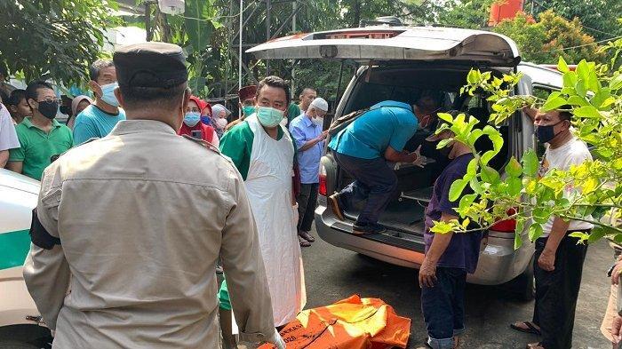 Kebakaran hebat terjadidi Jalan Melati Ujung 4 nomor 435/436, Kelurahan Jatimulya, Kecamatan Tambun Selatan, Kabupaten Bekasi, Jawa Barat, Senin (17/5/2021). Sepasang suami istri ditemukan tewas berpelukan di dalam rumah yang terbakar.