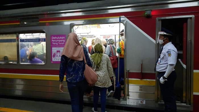 Commuter Indonesia Berlakukan Rekayasa Operasional KRL Jabodetabek Mulai Rabu Hari Ini