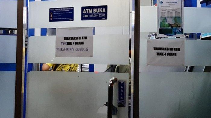 Cegah Penyebaran Covid 19 Kcp Bca Nusantara Depok Membatasi Nasabah Bertransaksi Warta Kota