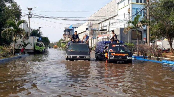 Pompa Mobile Dikerahkan Tangani Banjir Rob, Aktivitas Pelabuhan Muara Baru Kembali Normal