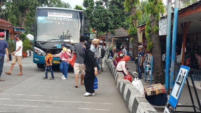 Larangan Mudik Bikin Sopir Bus Ini Pasrah, Padahal Sudah 1 Bulan Tidak Narik karena Sepi Penumpang