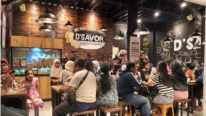 Kafe Menyajikan Olahan Roti Bakar di Kawasan Kelapa Dua Depok