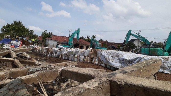 Cegah Banjir Bandang Limpasan Sungai Citarum, Ridwan Kamil Bangun Tanggul Darurat di Desa Sumberurip
