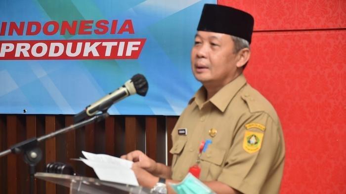 Sekretaris Daerah Kabupaten Bogor, Burhanudin, saat membuka Rapat Isu Strategis Peningkatan Produktivitas tahun 2020, di  Hotel Lor In Sentul, Kecamatan Babakan Madang, pada Selasa (20/10/2020).