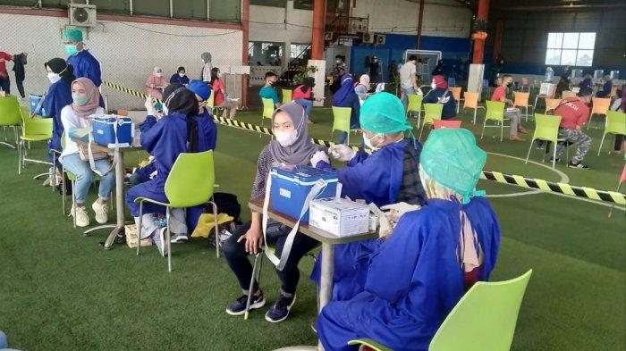 Vaksinasi Covid 19 Massal Digelar di Kelurahan Cibinong, 670 Warga Disuntik Vaksin Sinovac