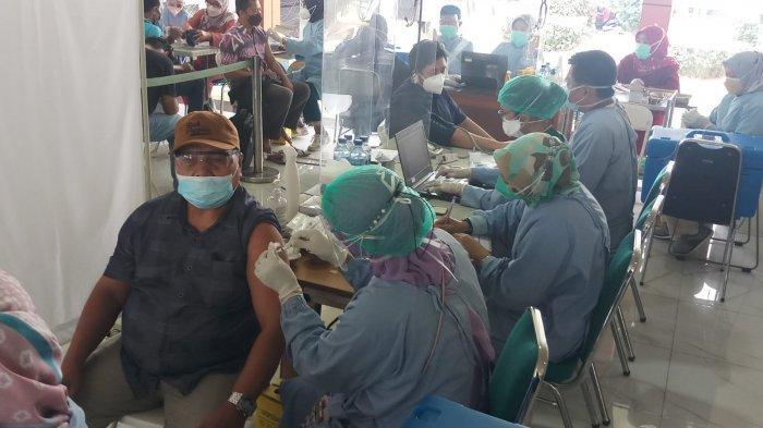 Vaksinasi Covid-19 Masal di Kabupaten Bogor, 7.000 Warga Antusias Datangi Stadion Pakansari