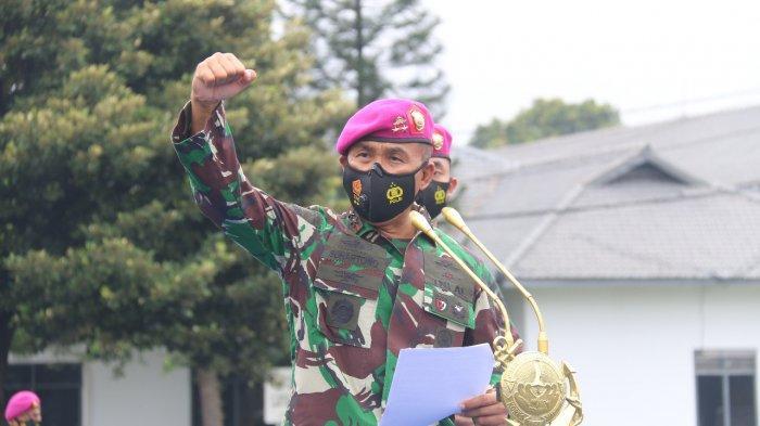 Komandan Korps Marinir (Dankormar) Mayor Jenderal TNI (Mar) Suhartono, M. Tr (Han) memeriksa pasukan Korps Marinir yang mengemban misi perdamaian di Kongo