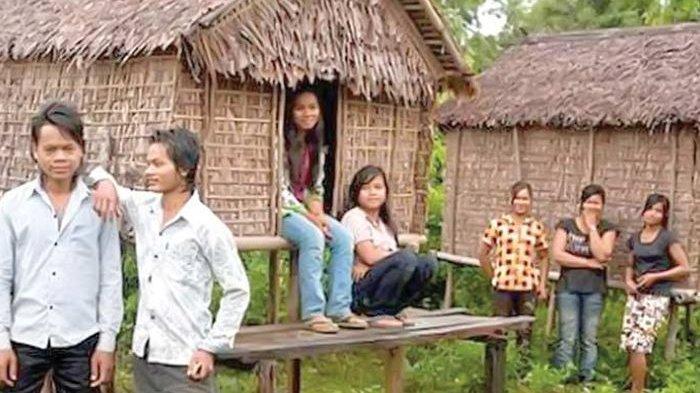 Orang Tua di Suku Kreung Ijinkan Anak Gadisnya Bercinta di Bilik Ini Sebelum Menikah
