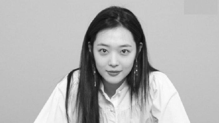 Keluarga dan SM Entertainment Izinkan Penggemar Melayat dan Berdoa untuk Sulli