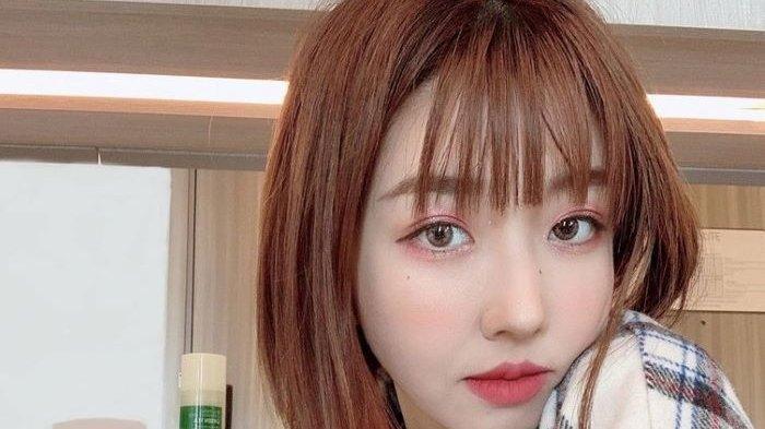 Sunny Dahye, YouTuber kecantikan asal Korea Selatan yang fasih berbahasa Indonesia, membagikan jurus menjaga kecantikan wajahnya hingga terlihat terus bersinar sepanjang hari, Kamis (26/11/2020) sore.