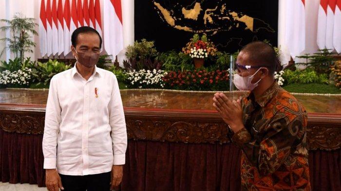 VIDEO : Dulu Ditangkap Polisi Bentangkan Spanduk Depan Jokowi, Suroto Diundang ke Istana
