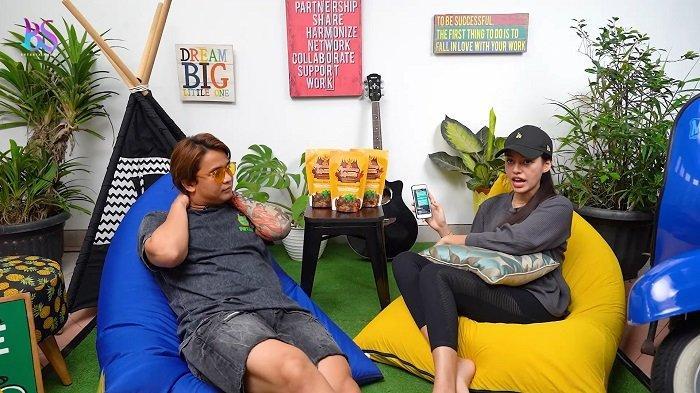 Susan Sameh dan Billy Syahputra saat tampil dari channel YouTube Billy Syahputra, Rabu (18/8/2021).