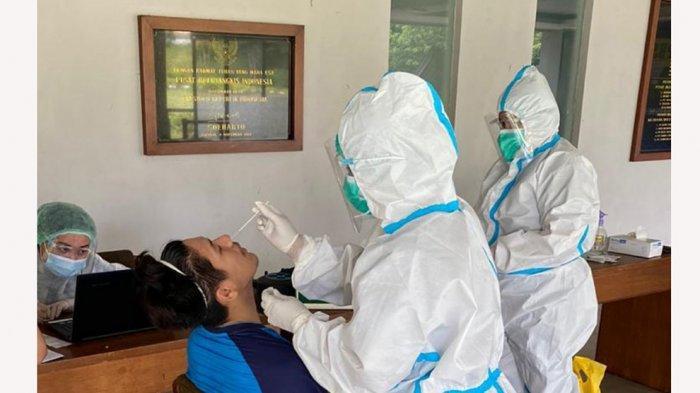 Para atlet, pelatih dan rombongan yang akan berangkat ke Thailand mengikuti Swab Test terlebih dahulu di Pelatnas Cipayung
