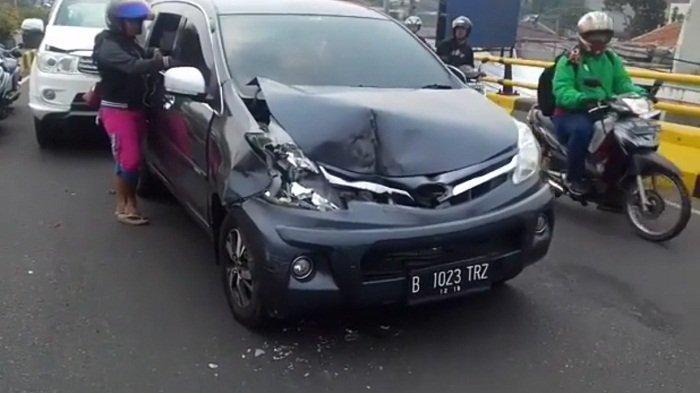 Empat Mobil Tabrakan Beruntun di Fly Over di Depok, Gara-gara Helm Ojol