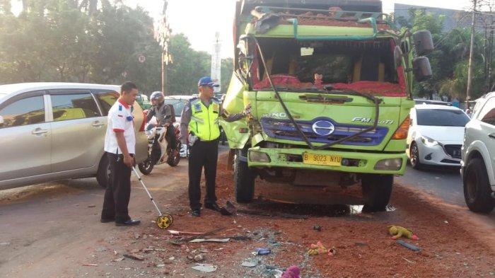Dump Truck Hantam Bus di Tangerang, Tidak Ada Korban