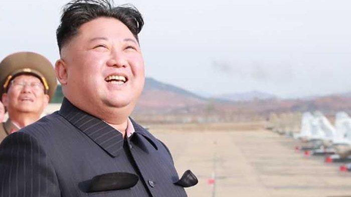 KIM JONG UN Tersenyum Luncurkan Rudal Balistik ke Amerika Serikat, Sengaja?