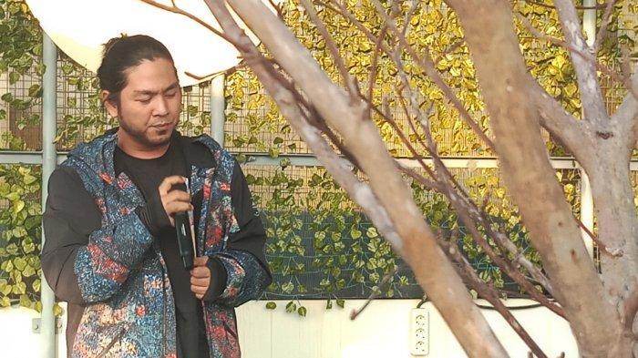 Penyanyi Takaeda Luncurkan Single Religi Berjudul Tawakkal Feat Ustaz Derry Sulaiman