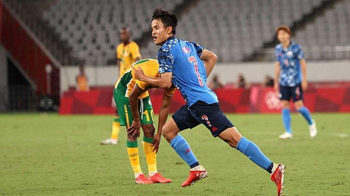 Takefusa Kubo striker muda timnas Jepang yang bermain di Real Madrid mencetak gol satu-satunya ke gawang Afrika Selatan di babak penyisihan cabor sepak bola Olimpiade Tokyo