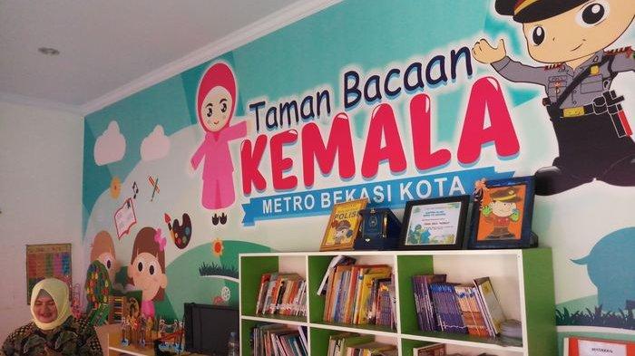 Polsek Bantargebang Polrestro Bekasi Kota merayakan HUT ke-1 Taman Bacaan Kemala, Sabtu (6/10/2018).
