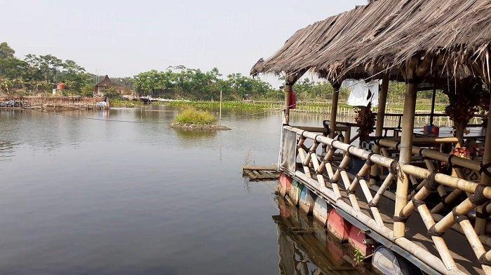 Wisata Taman Limo, Jatiwangi, Cikarang, Kabupaten Bekasi, ikut terdampak pandemi virus corona atau Covid-19. Wisatawan yang berkunjung berkurang hingga 70 persen karena pandemi virus corona.