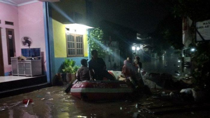 Puluhan Rumah di Kampung Bulak Tangerang Selatan Terendam Banjir 1,5 Meter Akibat Tanggul Jebol