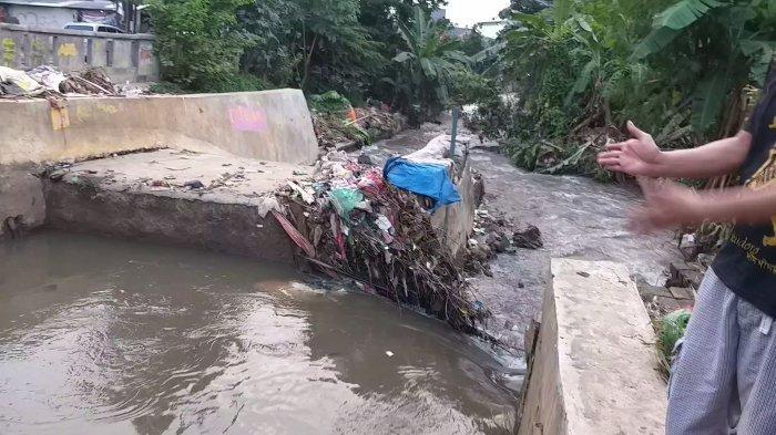 Tanggul Kali Cabang Tengah Jebol, 21 Rumah Warga di Depok Jaya Kebanjiran