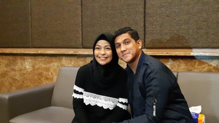 Pasangan selebritas Tantri Kotak dan Arda Naff di Rumah Sakit Mayapada, Lebak Bulus Jakarta Selatan, Sabtu (22/2/2020).