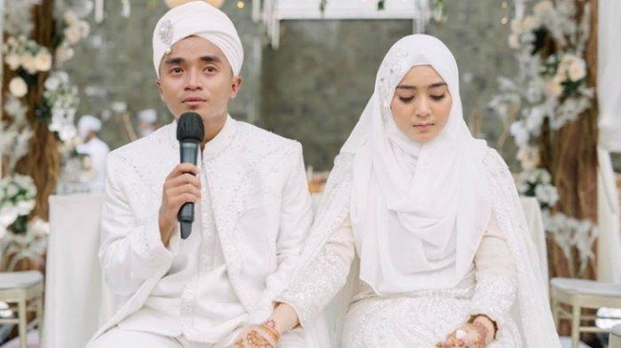 Taqy Malik dan Serell Thalib saat akad nikah digelar di Montigo Resort, Batam, Minggu (18/10/2020). Taqy Malik memberi hadiah Serell Thalib berupa beberapa ayat dari Al Quran yaitu surat Al Baqarah.