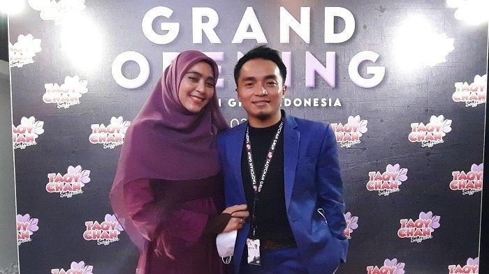 Taqy Malik dan Sherel Thalib saat ditemui seusai Grand Opening kantor baru Perusahaan TaqyChan Group Indonesia  di Mampang Prapatan, Jakarta Selatan, Minggu (14/3/2021).
