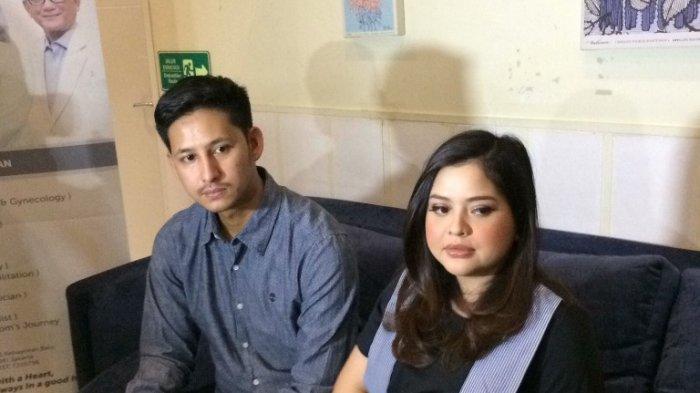 Tasya Kamila dan Randi Bachtiar menjelaskan proses persalinan anak pertamanya di Brawijaya Woman and Children Hospital, Kebayoran Baru, Jakarta Selatan, Kamis (16/5/2019).