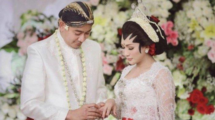 Pernikahan Tata Janeeta dan Raden Brotoseno berlangsung pada 9 Oktober 2020.