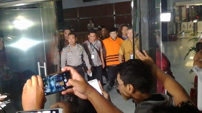 Selesai Diperiksa, Wakil Ketua DPR Taufik Kurniawan Langsung Ditahan KPK