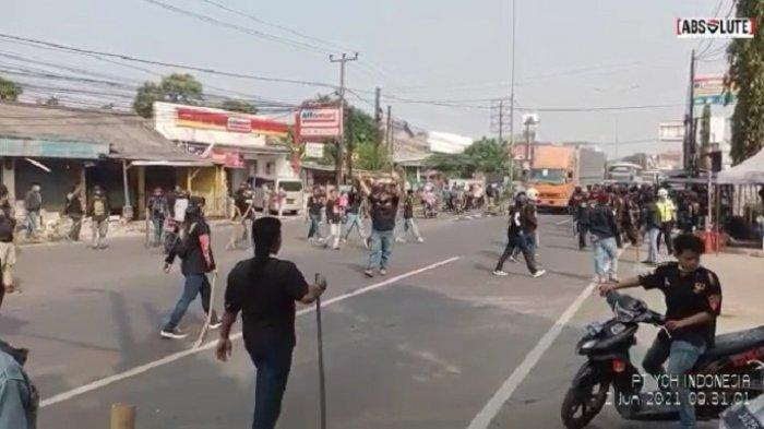 Rebutan Limbah Pabrik Otomotif, 2 Kubu Ormas di Bekasi Menghunus Senjata Tajam dan Nyaris Bentrok