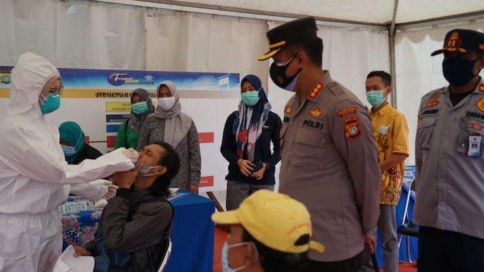 Balik  Libur Panjang, Penumpang Bus Terminal Kalijaya Cikarang Diswab Antigen dari Polrestro Bekasi